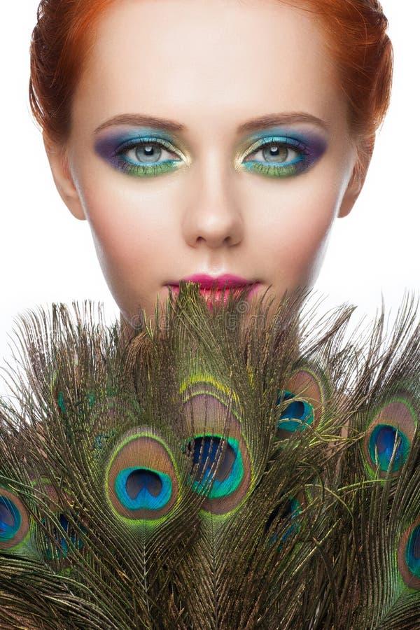 Mulher com composição colorida do pavão foto de stock royalty free