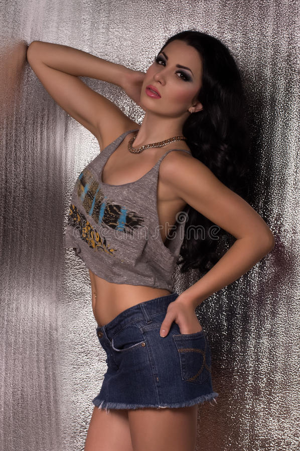 Mulher com composição na roupa da forma fotografia de stock