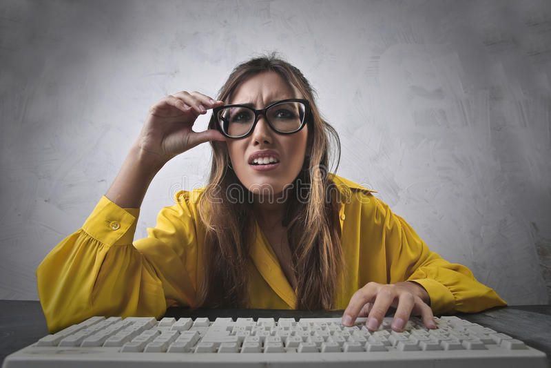 Mulher com computador foto de stock