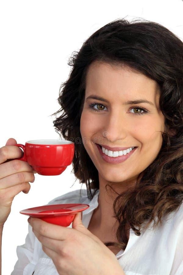 Mulher com copo de café fotos de stock royalty free