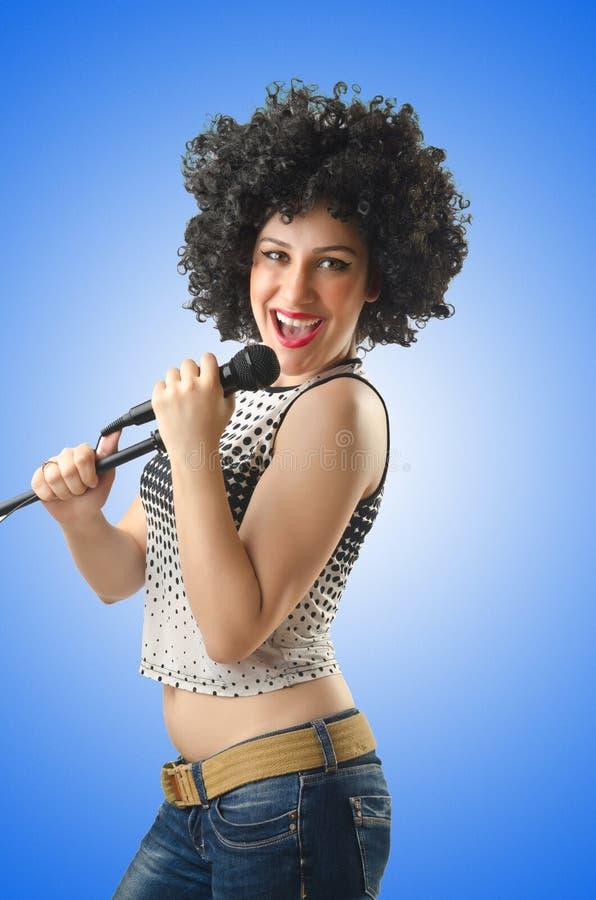 A mulher com corte de cabelo afro no branco imagens de stock