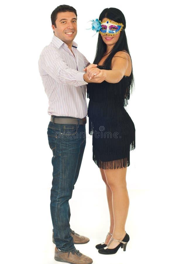 Mulher com dança da máscara e do homem foto de stock royalty free