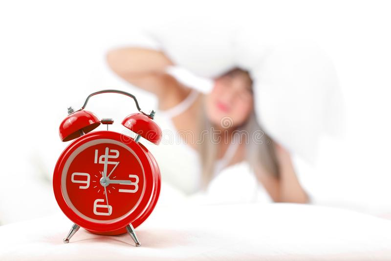 Mulher com despertador fotos de stock