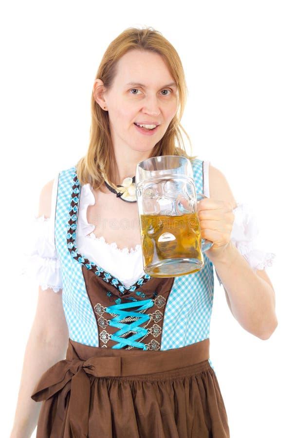 Mulher com dirndl e cerveja em Oktoberfest fotos de stock royalty free