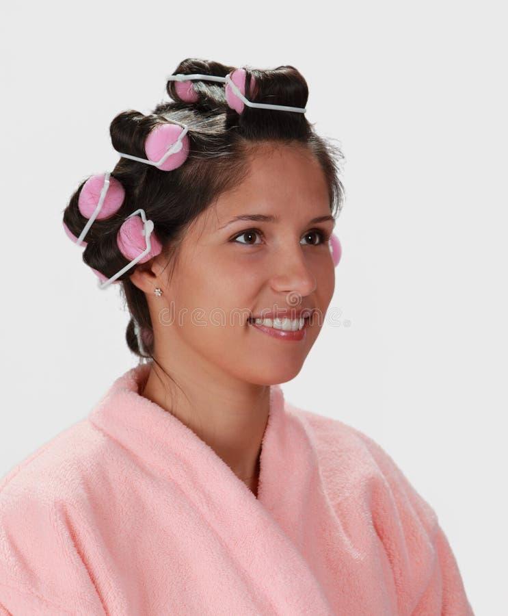Mulher com encrespadores de cabelo imagem de stock royalty free
