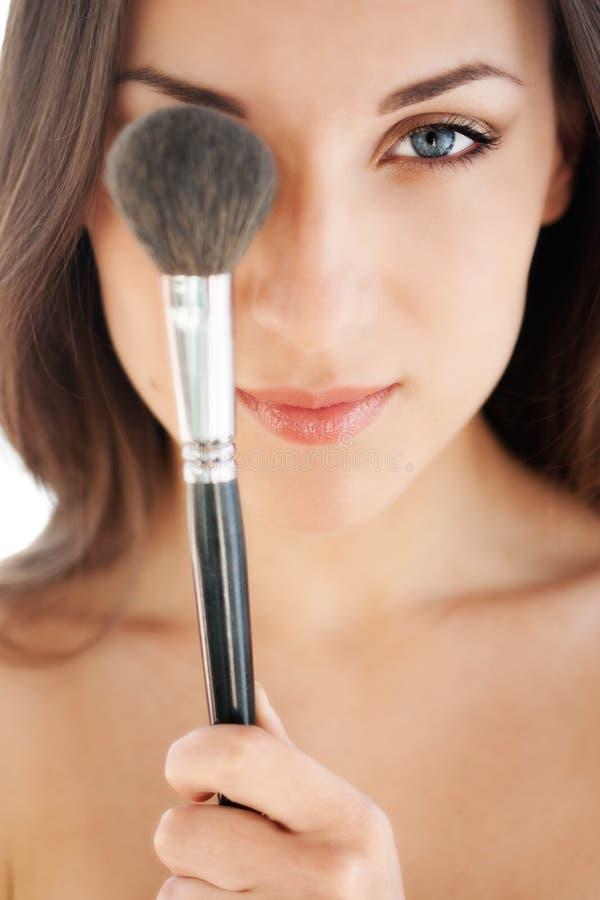 Mulher com escova da composição imagem de stock royalty free