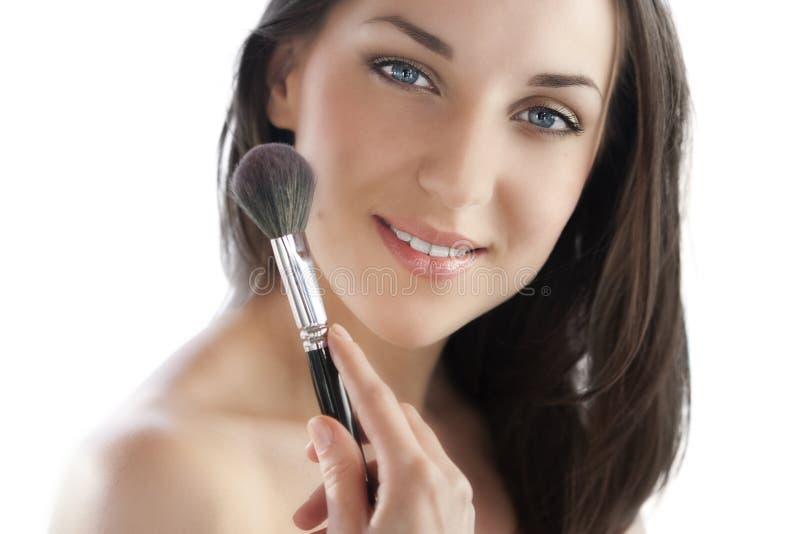 Mulher com escova da composição imagens de stock royalty free