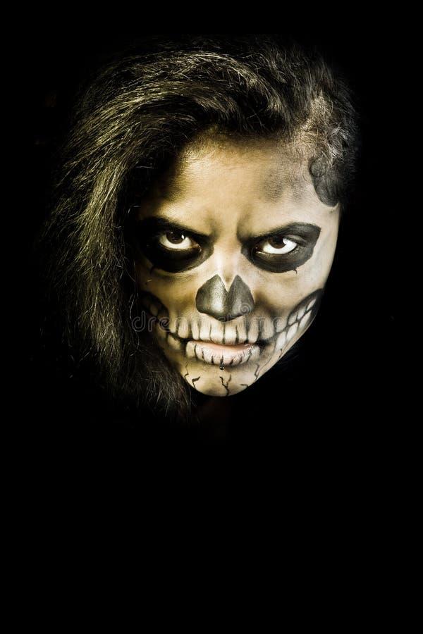 Mulher com face do crânio. Arte da face de Halloween fotos de stock royalty free