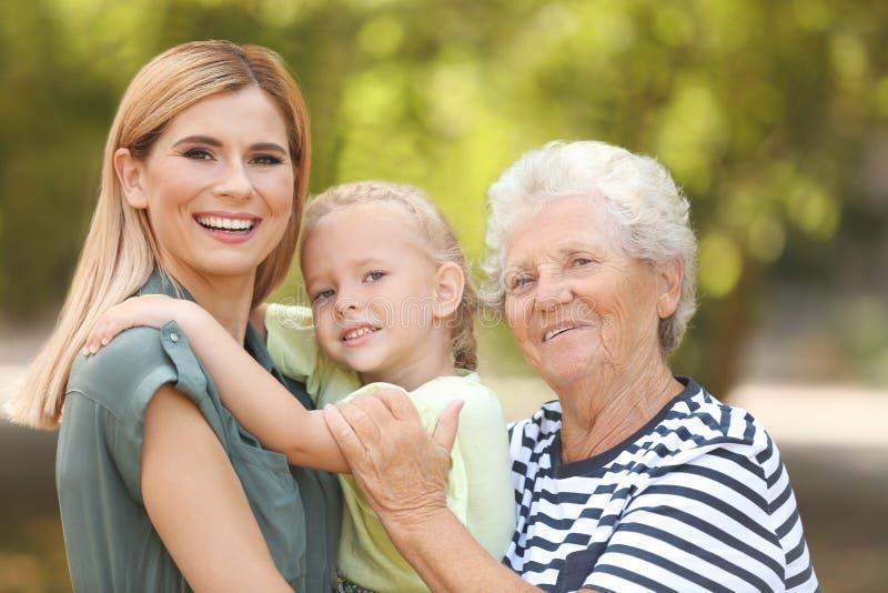 Mulher com filha e a mãe idosa fotos de stock