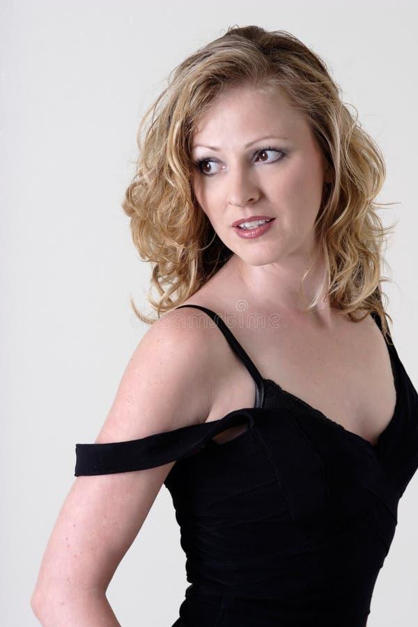 Mulher com fora da cinta de ombro fotografia de stock