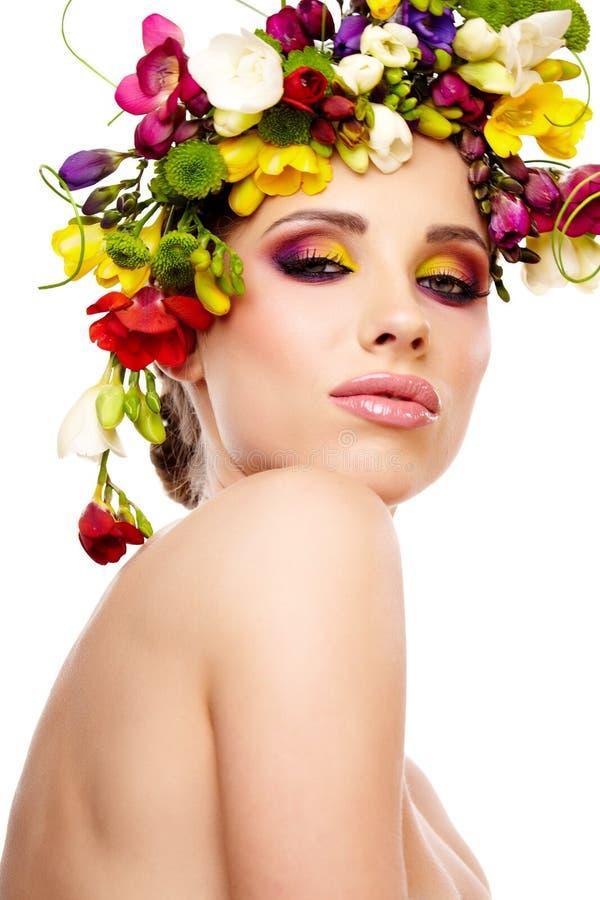 mulher com grinalda da flor. foto de stock