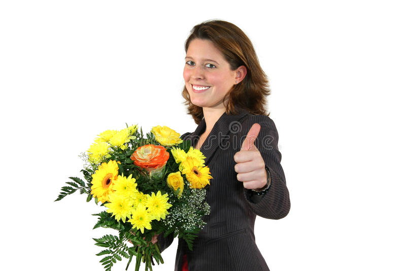Mulher com grupo de flores que levantam com polegares acima foto de stock