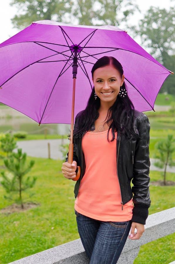 Download Mulher com guarda-chuva imagem de stock. Imagem de forma - 26516795