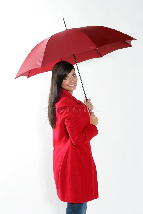 Mulher com guarda-chuva vermelho. fotografia de stock