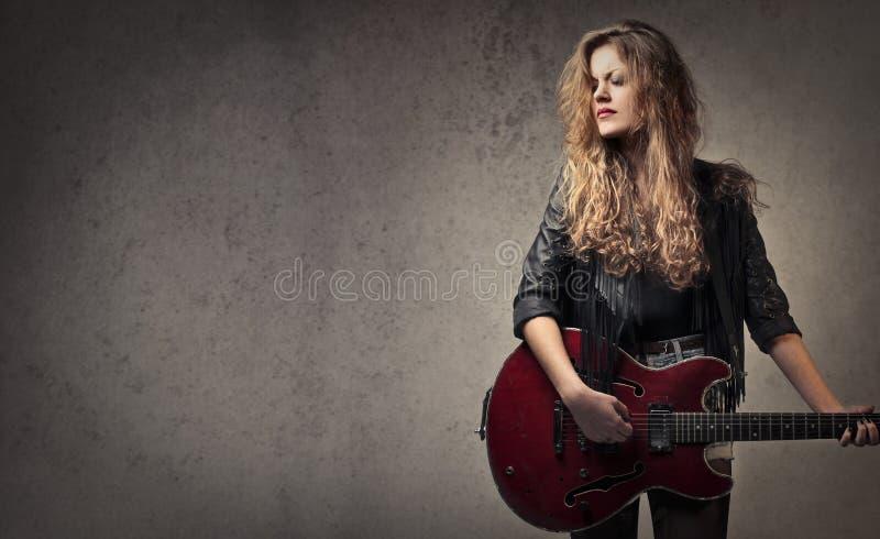 mulher com guitarra fotografia de stock royalty free