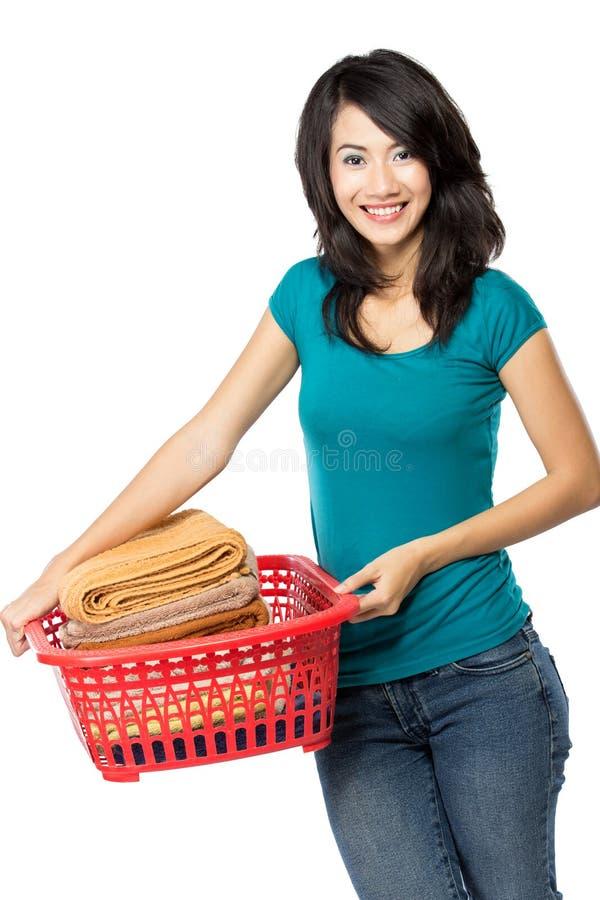 Mulher com lavanderia imagens de stock royalty free