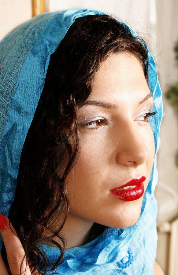 Mulher com lenço imagens de stock
