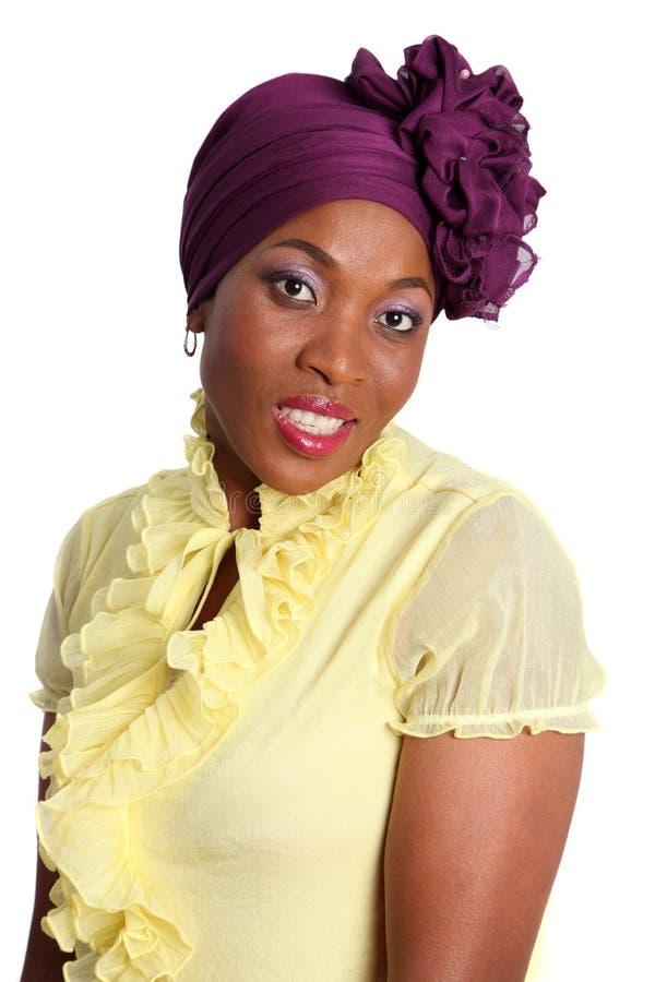Mulher com lenço roxo imagem de stock