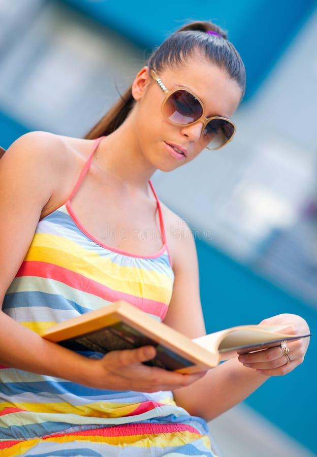 Mulher com livro foto de stock royalty free
