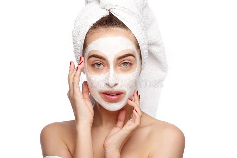 Mulher com máscara de limpeza imagem de stock