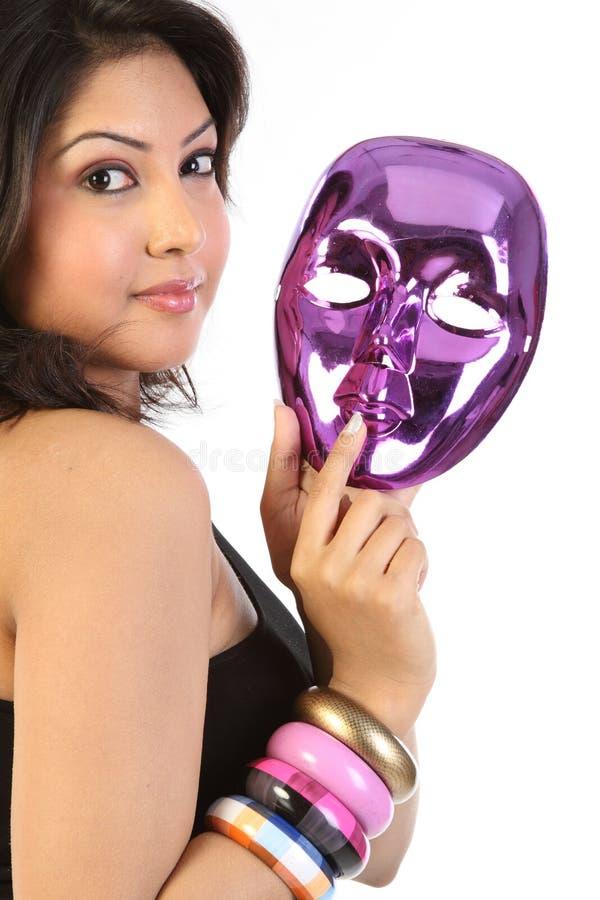 Mulher com máscara protectora imagem de stock