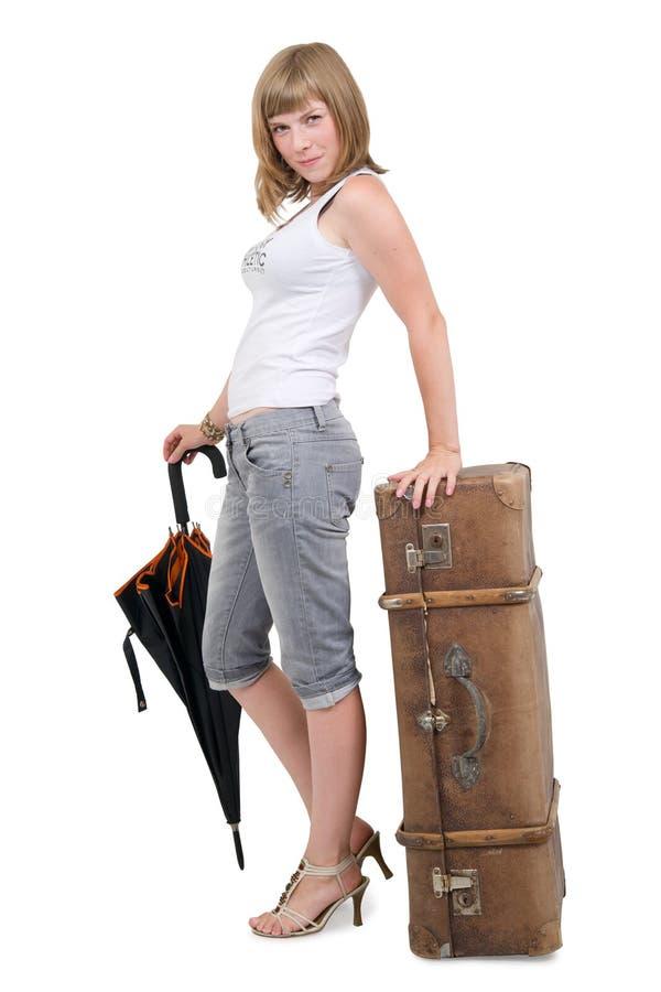 Mulher com mala de viagem e o guarda-chuva velhos fotos de stock