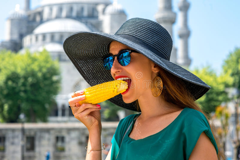 Mulher com milho turco imagens de stock