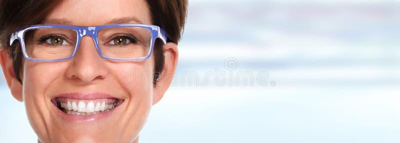 Mulher com monóculos fotografia de stock royalty free
