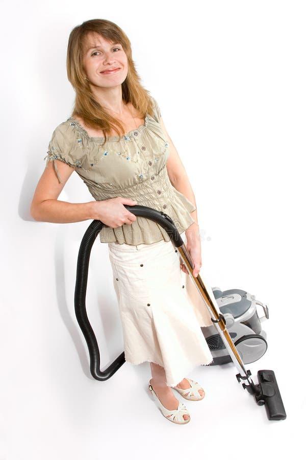 Mulher com o aspirador de p30 isolado no branco fotografia de stock royalty free