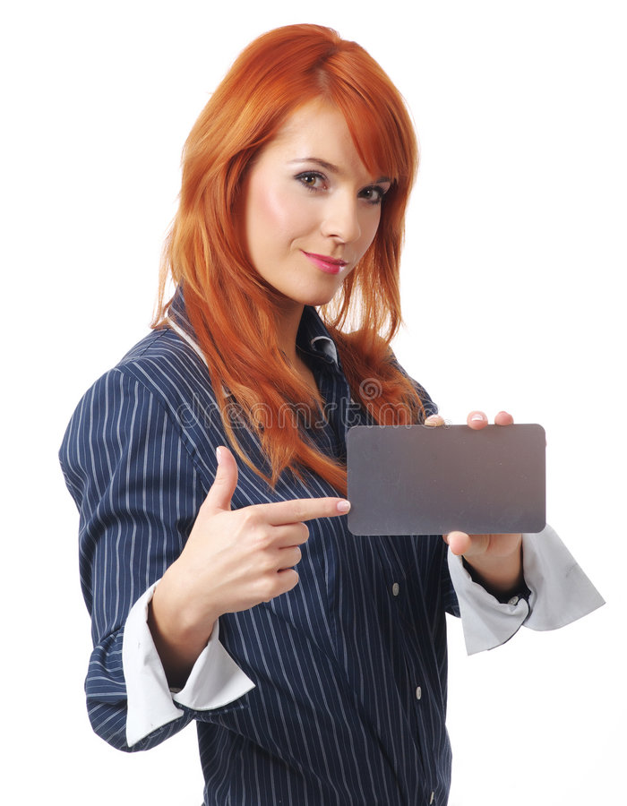 Mulher com o cartão de crédito em branco foto de stock