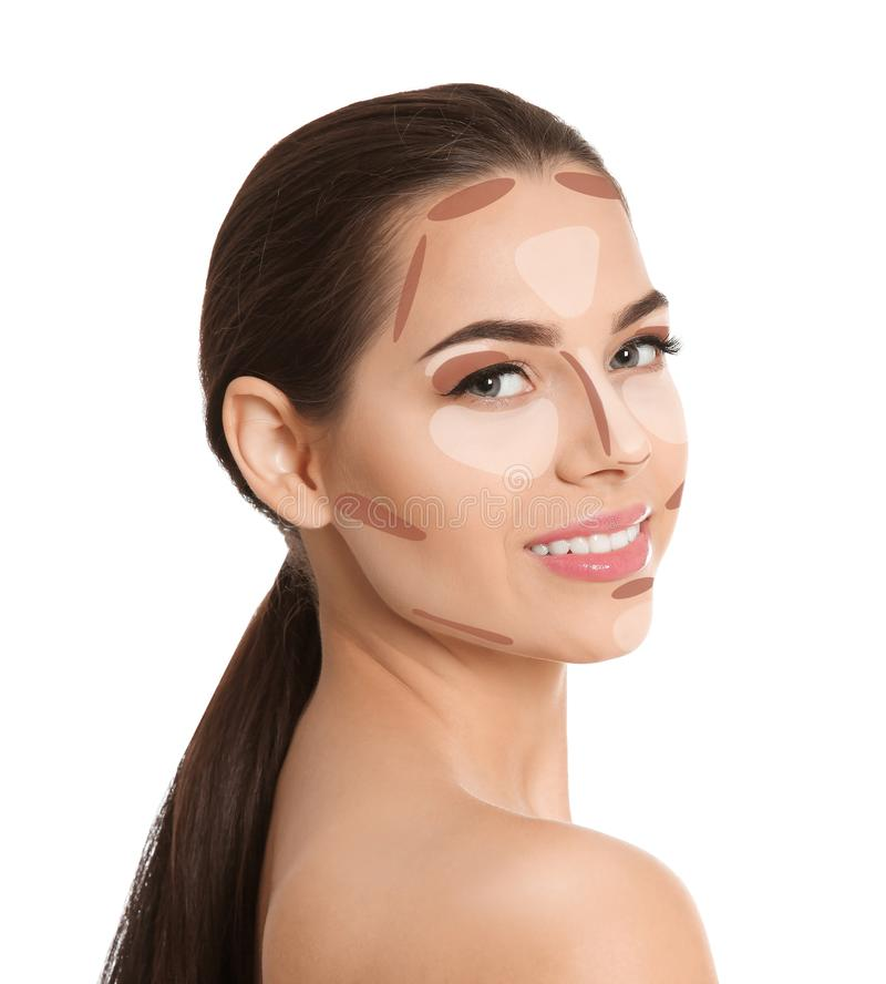 Mulher com o mapa de contorno facial da composição no fundo branco imagem de stock
