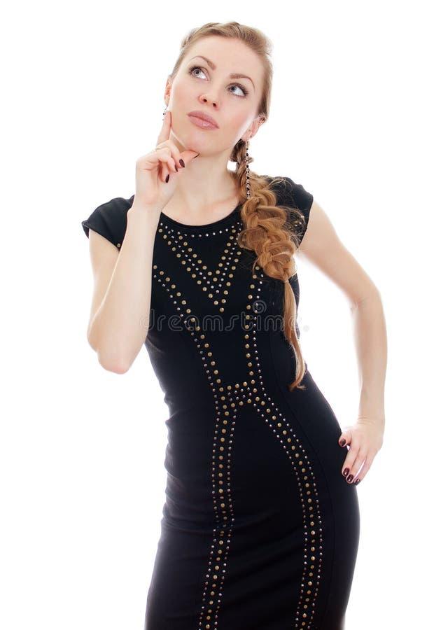 Mulher com o pigtail no pensamento preto do vestido. imagem de stock royalty free