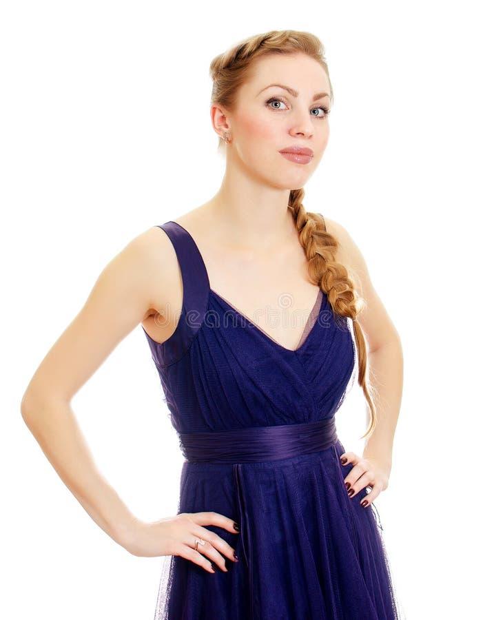 Mulher com o pigtail no vestido azul. fotografia de stock royalty free