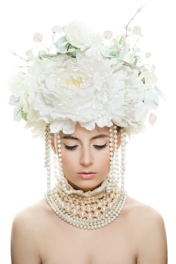 Mulher com olhos fechados, composição perfeita e Rose Flowers foto de stock