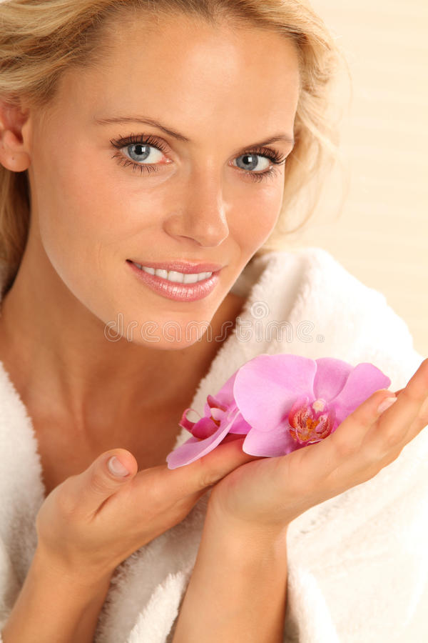 Mulher com orquídea imagens de stock
