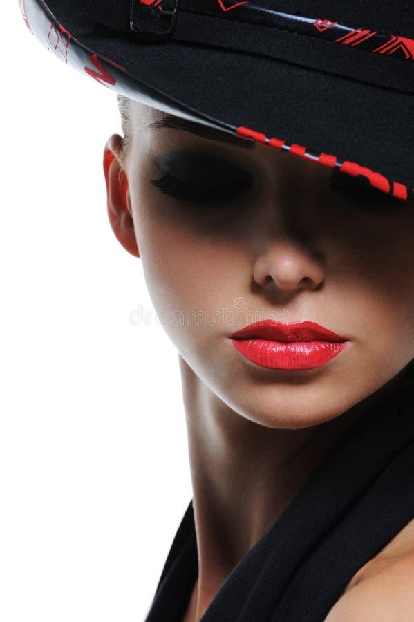 Mulher com os bordos 'sexy' vermelhos brilhantes fotografia de stock