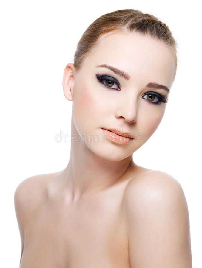 Mulher com os olhos bonitos pretos brilhantes. foto de stock