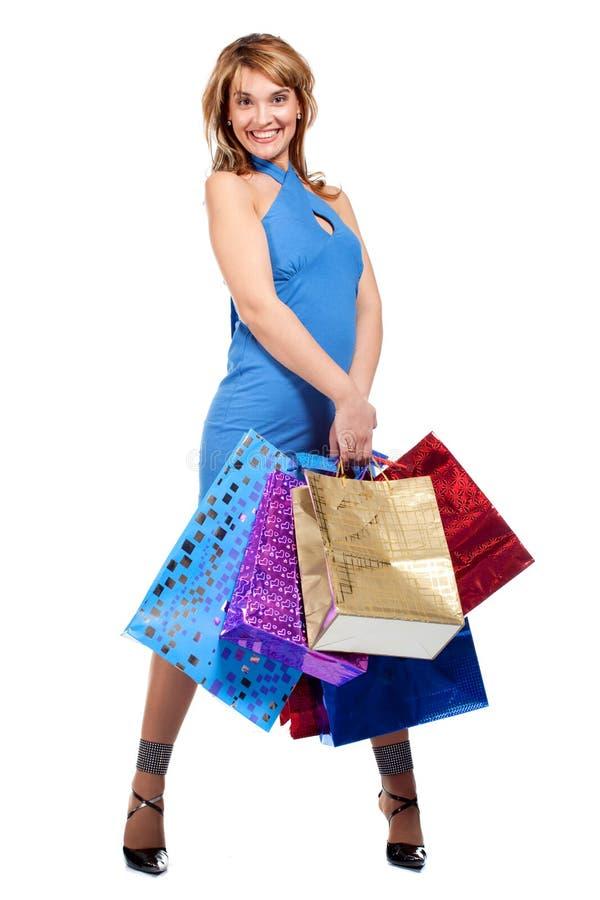Mulher com os sacos de compra coloridos imagem de stock