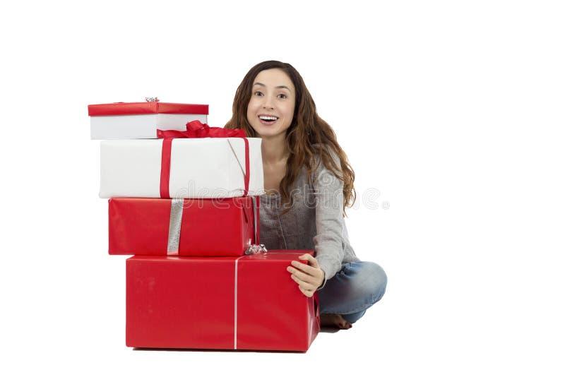 Mulher com pacotes do presente fotografia de stock royalty free