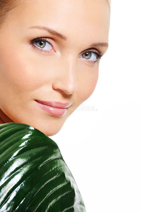 mulher com pele desobstruída fresca bonita fotos de stock royalty free