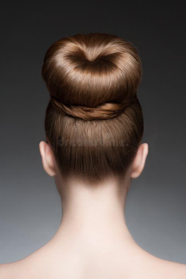 Mulher com penteado elegante fotografia de stock