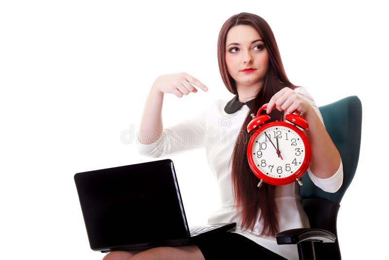 Mulher com pulso de disparo vermelho. Conceito da gestão de tempo. imagem de stock