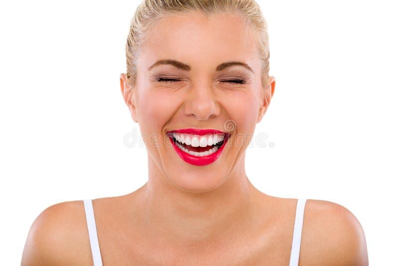 Mulher com risos bonitos dos dentes imagem de stock