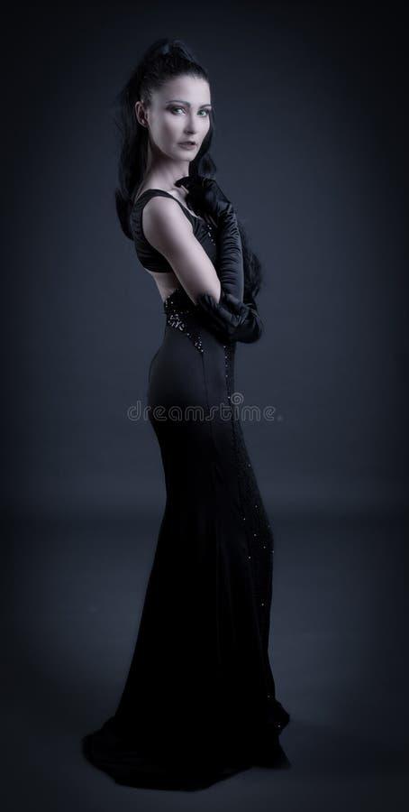 Mulher com roupa escura imagem de stock royalty free