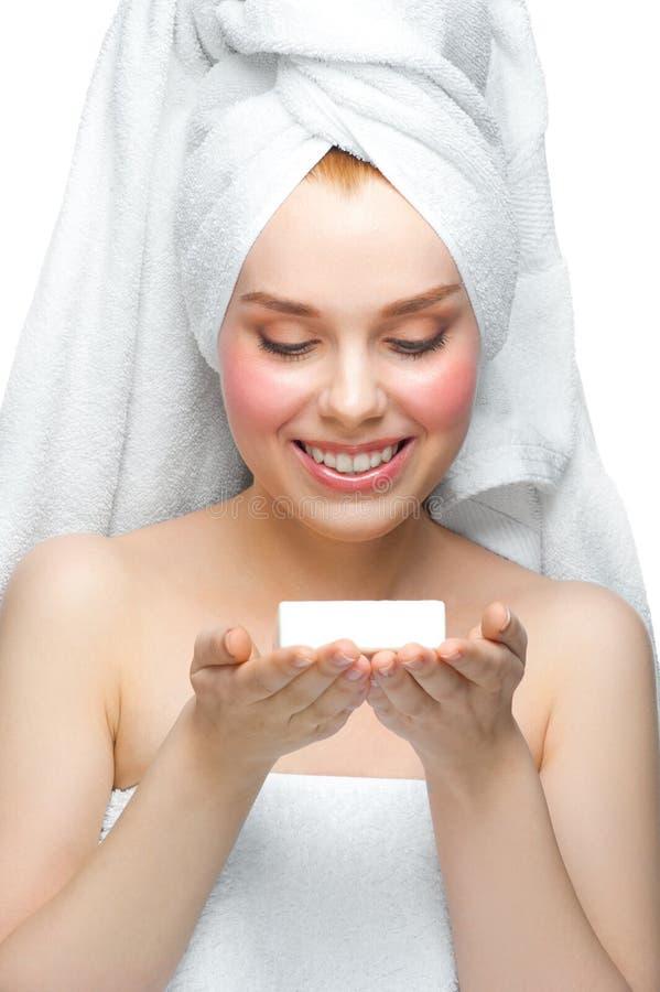 Mulher com sabão em sua palma imagem de stock