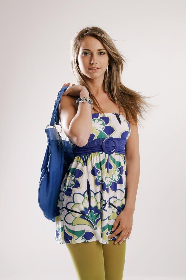 Mulher com saco de ombro imagem de stock royalty free