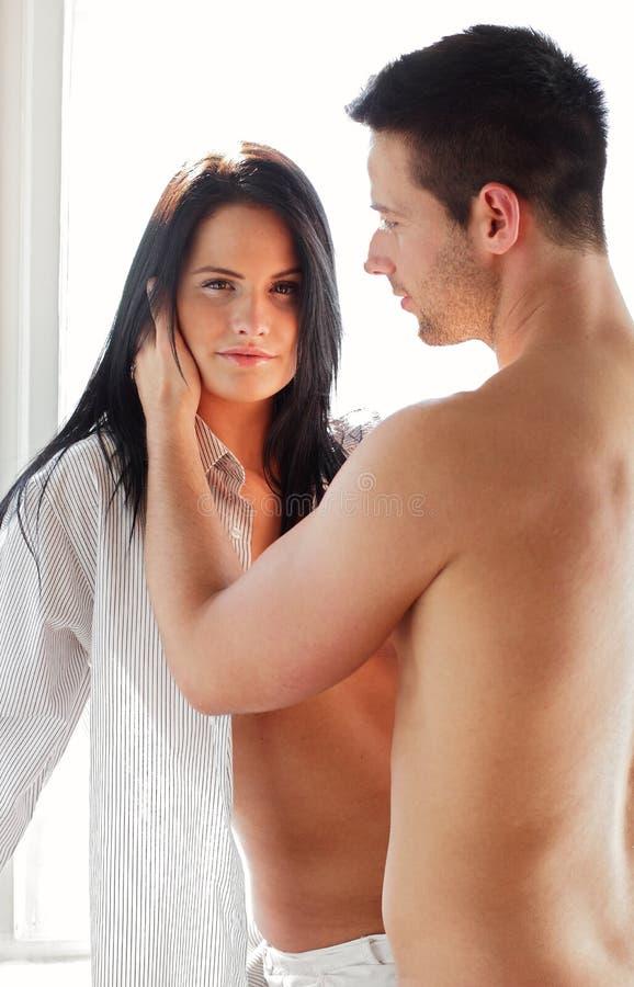 Mulher com seu noivo fotografia de stock