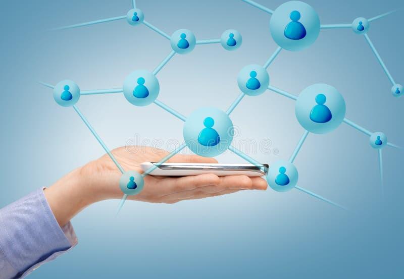Mulher com smartphone e contatos virtuais imagem de stock royalty free
