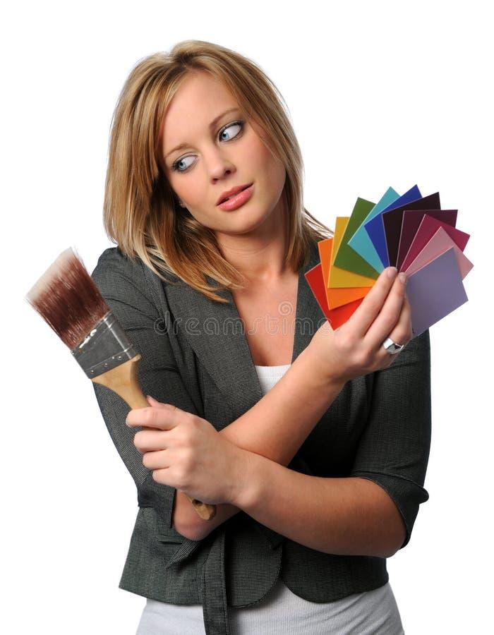 Mulher com Swatches da escova e da cor imagem de stock royalty free