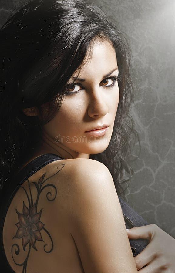 Mulher com tatoo foto de stock royalty free